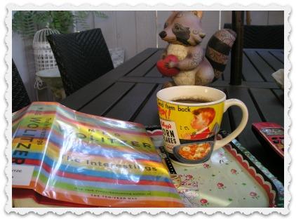 Book & Coffee - Under the Umbrella