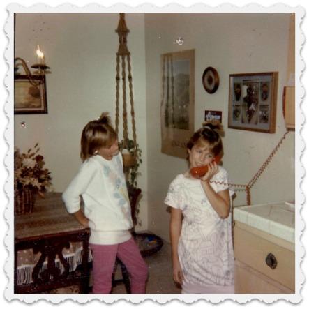 Heather & Friend - Phone addicts-1985